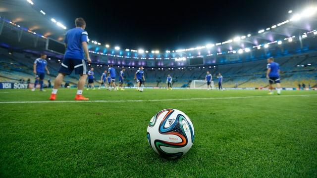 Brazuca im Final-Stadion Maracana.