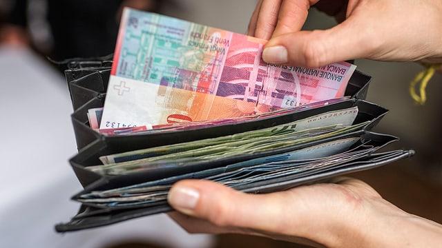 Ovras d'agid ch'èn cunzunt activas en Svizra han survegnì 526 milliuns francs il 2016.