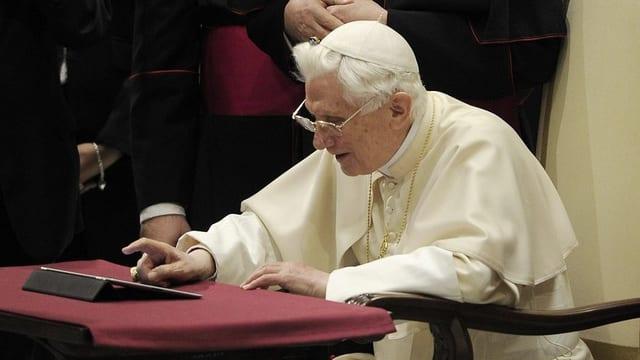 Papst Benedikt beim ersten Posten einer Twitter-Nachricht am 12.12.2012.