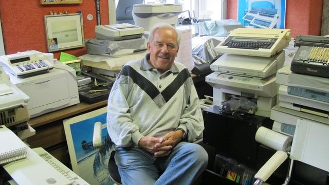 Fritz Steiger in seinem Büro.
