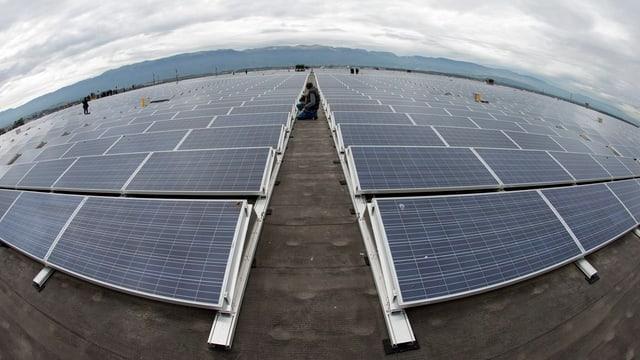Fotovoltaik-Anlage auf dem Palexpo-Gebäude in Genf.