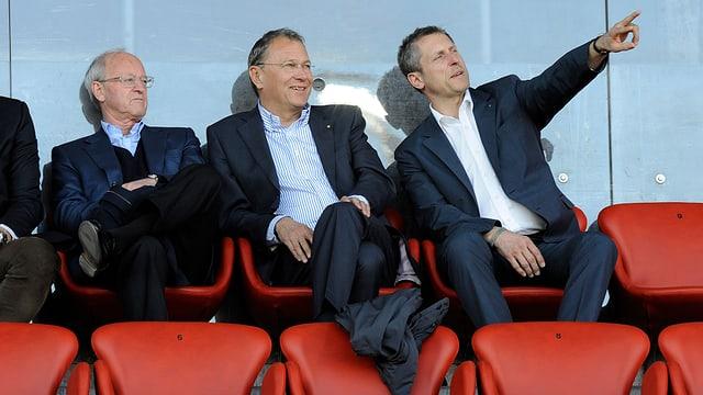 Reinhard Fromm, André Dosé und Stephan Anliker auf der Tribüne.