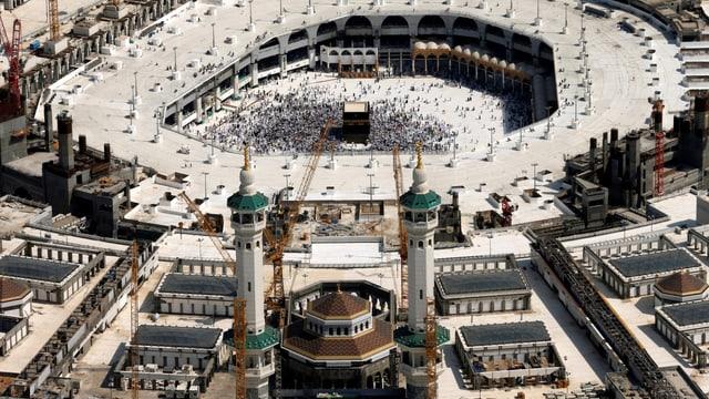 Die Grosse Moschee in Mekka beherbergt die Kaaba, zu der Muslime fünfmal täglich beten.