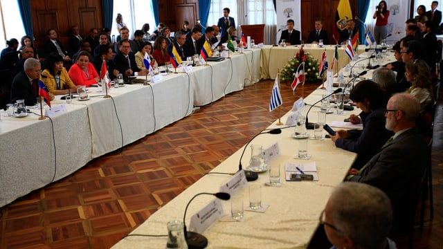 Vertreter der Länder am Tisch.