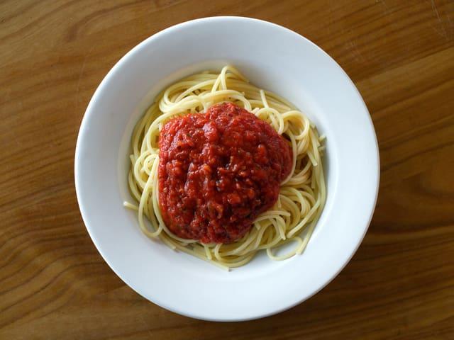 Zum Beispiel werden mit den Tomaten für Fertig-Saucen oft versehentlich Insekten mitgekocht.