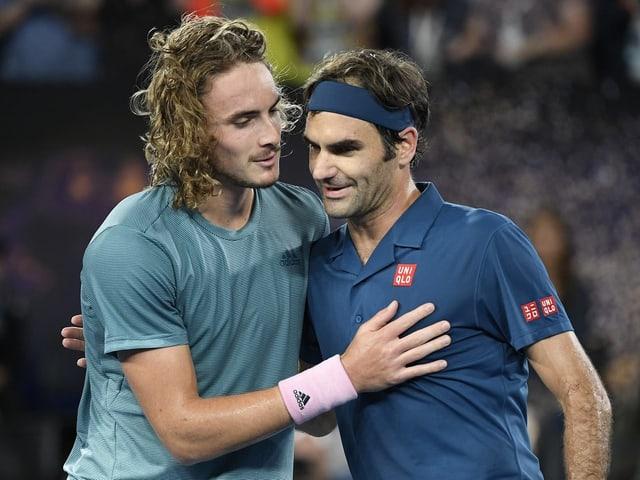 Stefanos Tsitsipas und Roger Federer nach ihrem letzten Duell in Dubai.