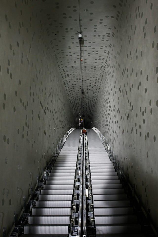 Das Bild zeigt die Rolltreppe der Elbphilharmonie
