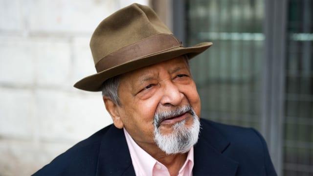Ein älterer Herr mit Hut und Bart.