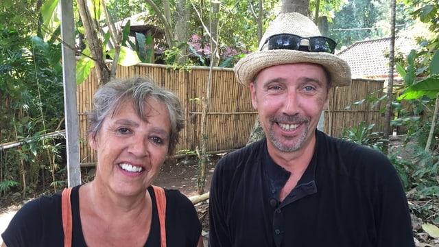 Patricia und Romano Tschudi im Garten ihres Gästehauses auf Bali (2016)
