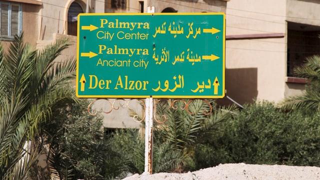 Ein Wegweiser mit den Aufschriften «Palmyra» und «Der Alzor»