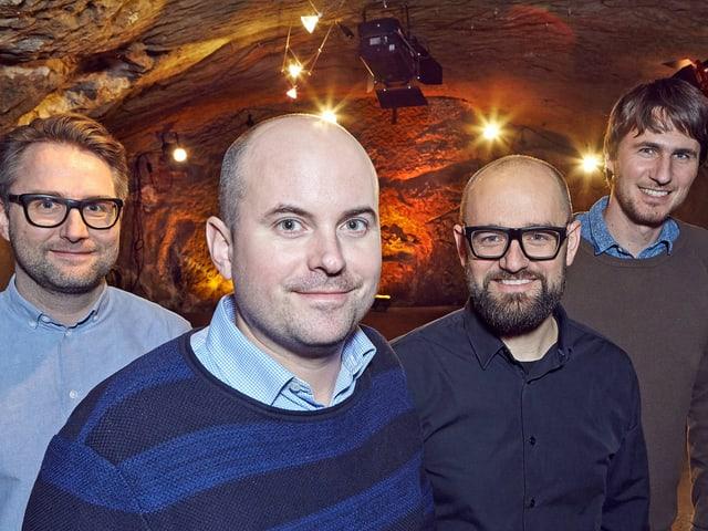Vier Männer im Keller