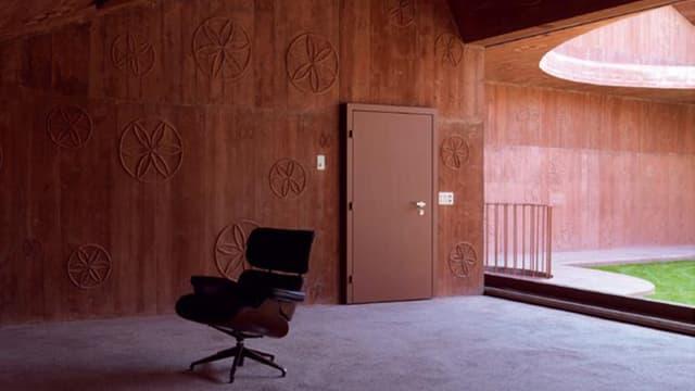 Fotografia da l'interiur da l'atelier da Linard Bardill a Scharàns