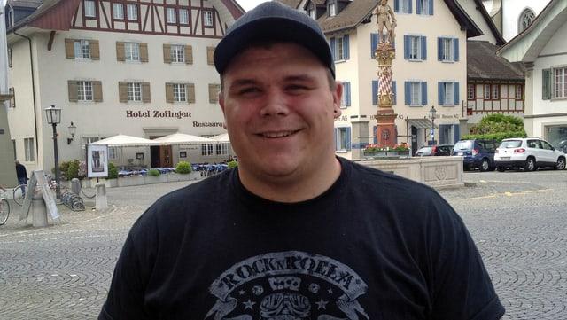 Der Schwinger Patrick Räbmatter in der Altstadt von Zofingen
