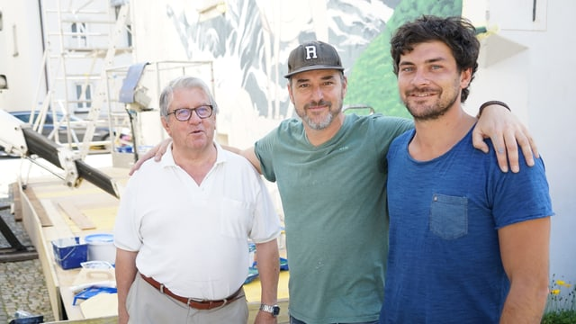 Othmar Jäger, Patrick Wehrli alias REDL e Gregorio Torriani, usitier dal hotel Solaria e Co-Organisatur da la festa dal grip Bivio.