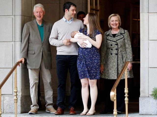 Bill, Marc Mezvinsky (38), Chelsea mit Aidan und Hillary.