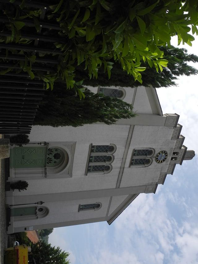 Weisses Gebäude.