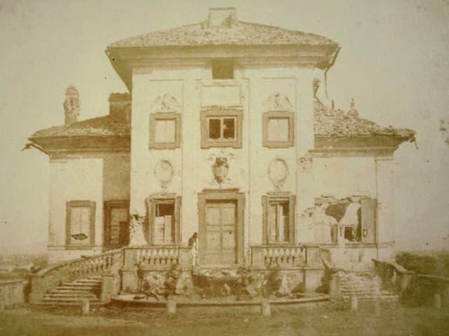Altes Foto einer zerstörten Villa, Rom 1849.