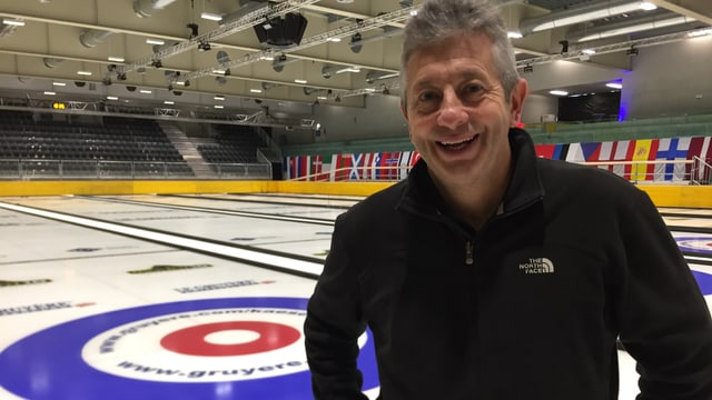 Mark Callan wurde extra aus Schottland eingeflogen, um das Eis für die Curling EM zu präparieren.