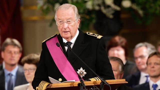 Ex-König Albert II. von Belgien am Rednerpult
