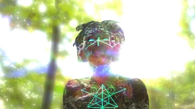Computeranimierte Darstellung eines dunkelhäutigen Menschen, auf dessen Brust und Gesicht grüne, abstrakte Zeichen abgebildet sind.