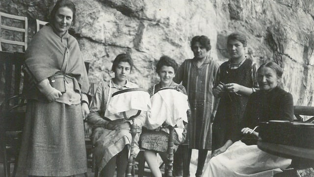 Die «Äscher Nann» mit ihren Mägden.