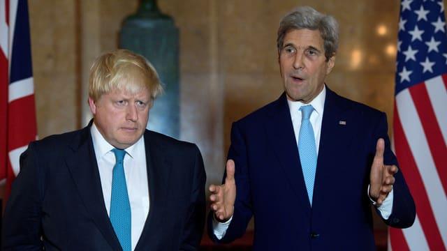 Die Aussenminister von Grossbritannien (Boris Johnson) und der USA (John Kerry, r.) an den Syrien-Gesprächen in London.