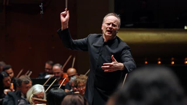 Ein Dirigent in Aktion.