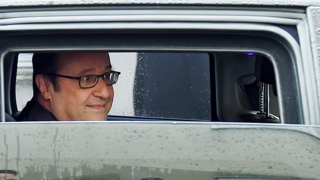 François Hollande avertescha avant Marine Le Pen dal Front National.