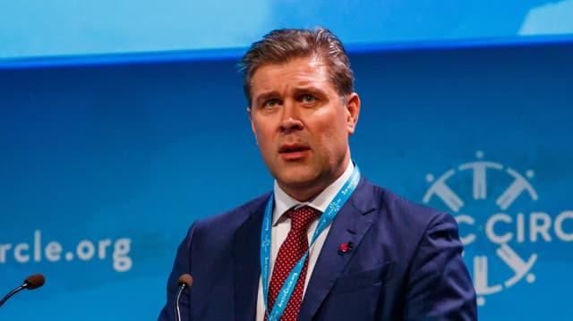 Bjarni Benediktsson hält eine Rede.