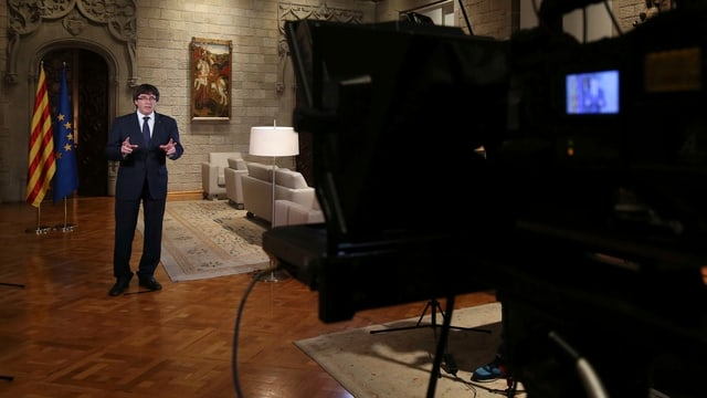 Regierungschef Carles Puigdemont bei seiner Fernsehansprache.