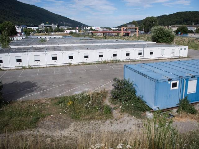 Container auf einem Feld