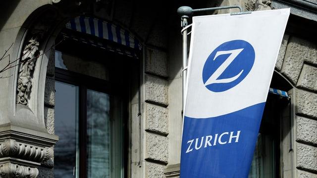 Ina bandiera cun il logo da Zurich.