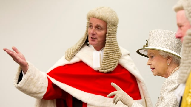 Königin Elizabeth trifft Richter des High Court anlässlich der offiziellen Eröffnung des neuen Rolls Building in London 2011.
