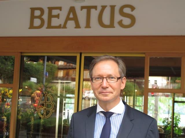 Peter Mennig vor dem Hotel Beatus in Merligen: «Spitexgäste sind willkommen, aber wir wollen kein Sanatorium werden.»