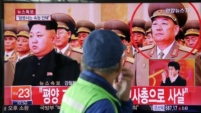 Auf einem TV-Monitor in Seoul läuft ein Bericht über die Hinrichtung in Nordkorea.