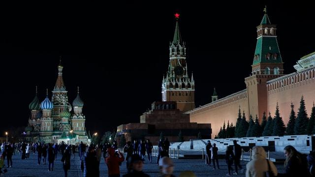 Roter Platz mit Kremlmauer.
