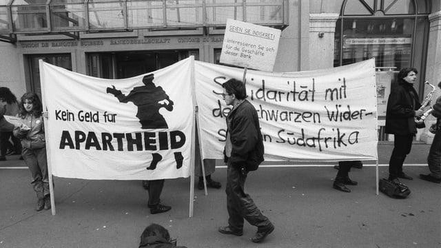 Demo gegen das Apartheitsregime 1988 in Zürich.