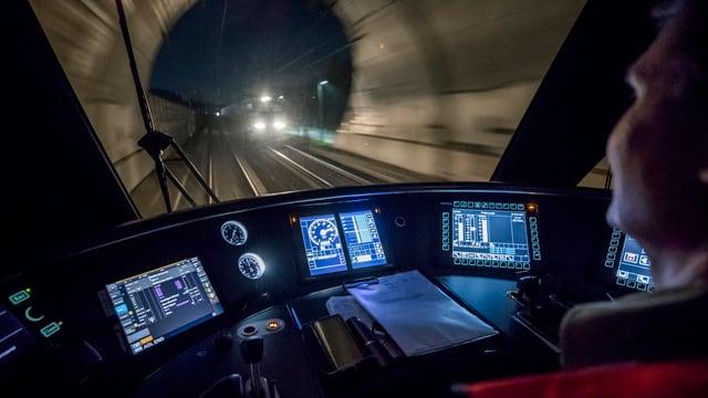 Il tren cun ils sistems d'assistenza automatisads sin il traject tranter Berna ed Olten.