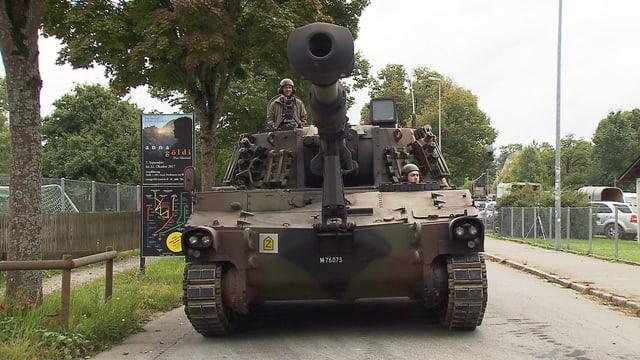 Video «Gössi glänzt, Zeugen Jehovas, Christian Rossi, Flieger statt Panzer» abspielen