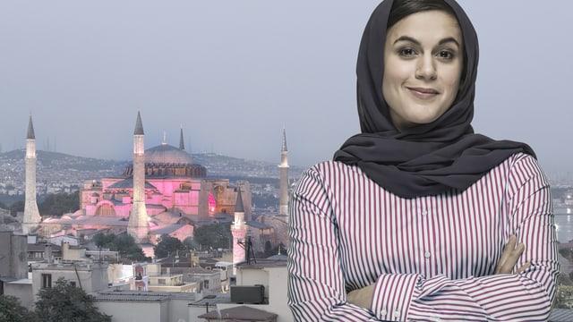 Frau mit Kopftuch vor einer grossen Moschee.