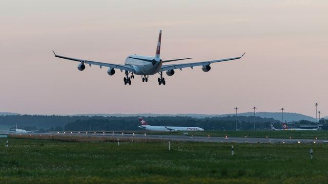 Flugzeug startet in Zürich
