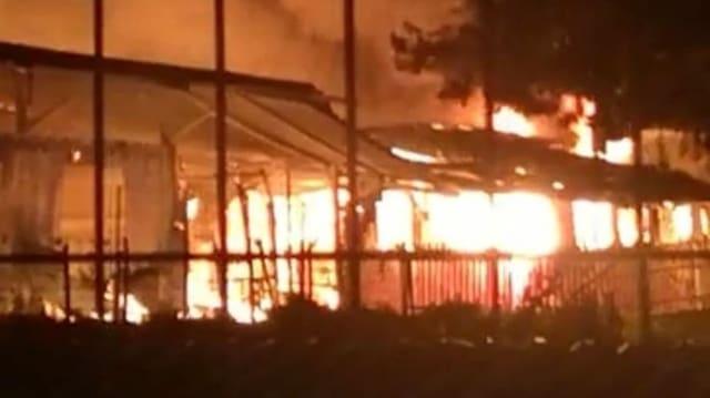 Gemeinschaftszentrum brennt nieder.