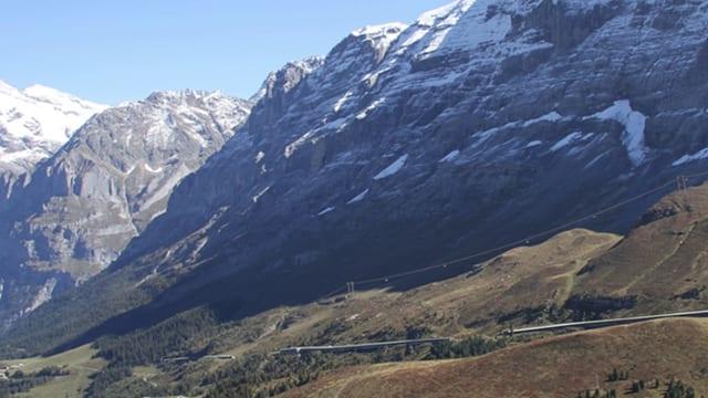 Der Eiger, vorne eine Grafik der neuen Bahn, die auf den Eigergletscher führt.