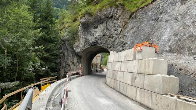 via cun plazzal e tunnel da Carrera a Valendau
