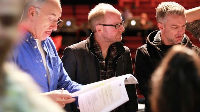 Dieter Falk mit Theaterkollegen bei Proben zum Stück «Moses - die zehn Gebote» im Theater Basel.