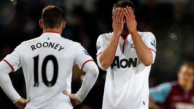 Wayne Rooney und Robin van Persie ärgern sich über die verlorenen Punkte.