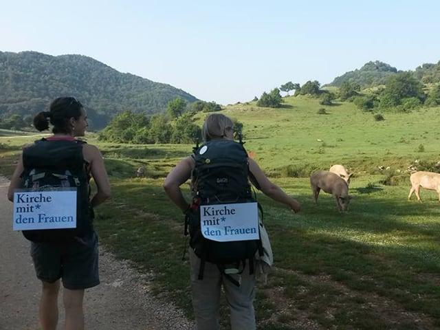 Zwei Pilgerinnen auf dem Weg nach Rom.