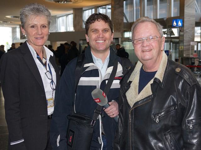 Gruppenfoto mit einer Frau und zwei Männern.