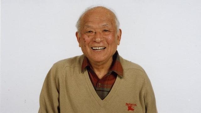 Porträt eines lachenden Shigeru Mizuki