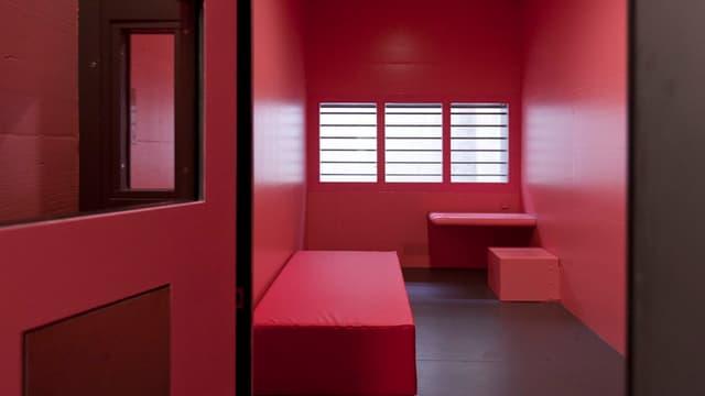 Eine Gefängniszelle in Pink